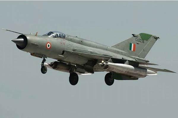 India Confirms Air Force Pilot In Pakistan Custody - Sakshi