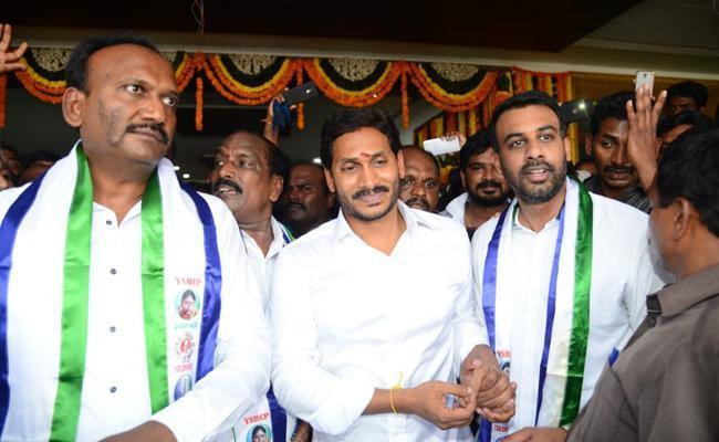 TDP MLA Amanchi Krishna Mohan Join In YSRCP - Sakshi