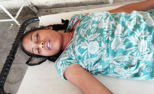 9th Class Girl Suicide Attempt In Karimnagar - Sakshi