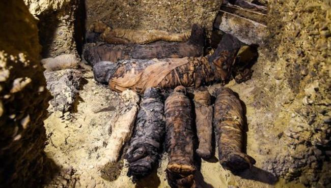 50 Egypt mummies found in Minya - Sakshi