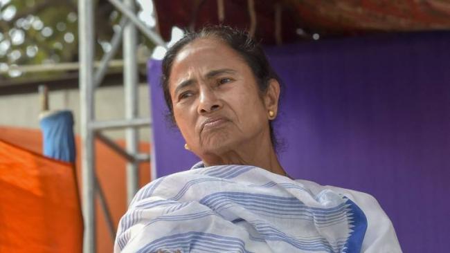 Mamata Ends Her Dharna On Cbi Row - Sakshi