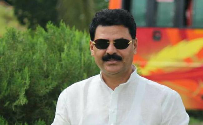 Congress Ex MLA Sensational Comments On Union Minister Ananth Kumar - Sakshi