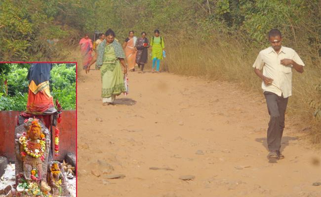 No Road Fecility For Appanna Temple Visakhapatnam - Sakshi