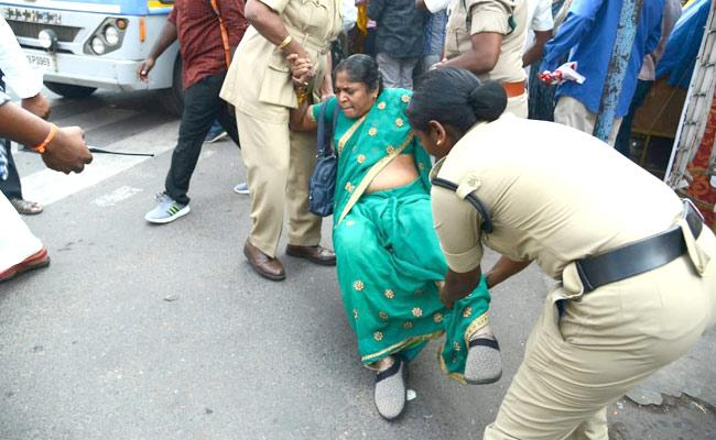 Police Arrests Employees Demanding CPS Cancellation At AP Assembly - Sakshi
