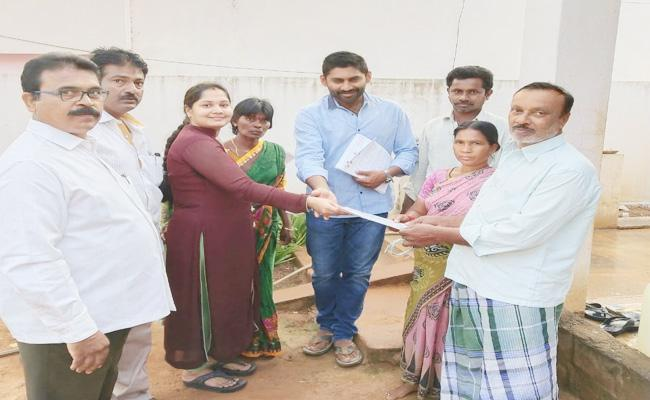Kotamreddy Sridhar Reddy Family Campaign in Nellore - Sakshi