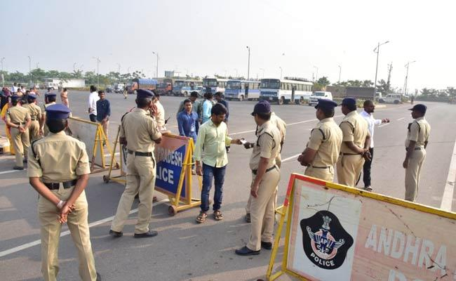 Police Arrested Employees Demanding CPS Cancellation At Pamidi - Sakshi