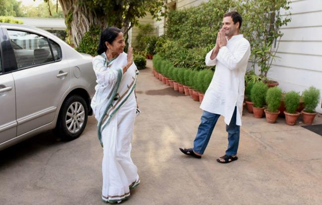 Mamata Banerjeeon Came Out Support Of Robert Vadra - Sakshi
