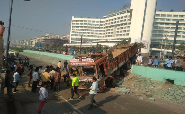 Sand Lorry Accident in Beach Road Visakhapatnam - Sakshi