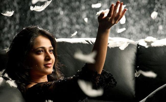 Anushka Silence Movie Shooting At Minus Degrees Temperature - Sakshi