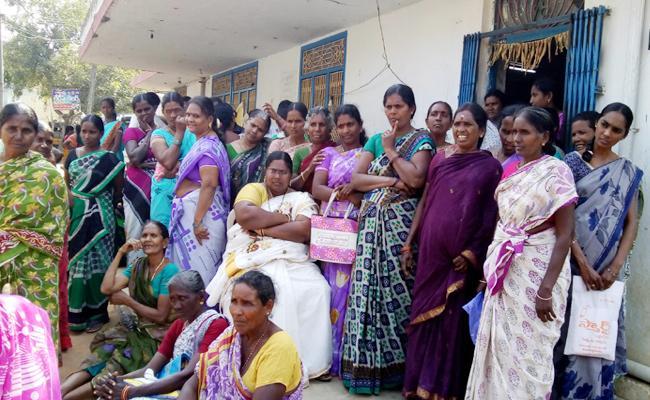 Loan Cheques Add in Dwcra Women Groups - Sakshi