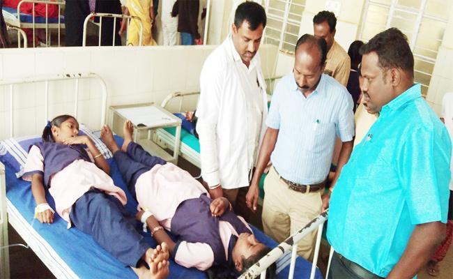 School Student Illness After Eat tomato Bath in Karnataka - Sakshi