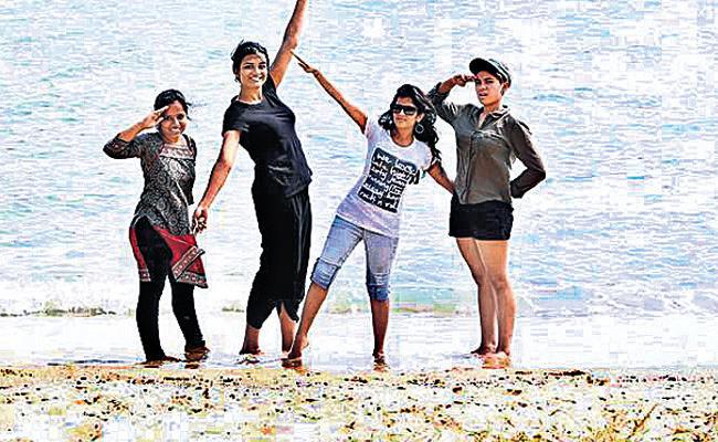 Friends Tour State Art Gallery Exhibition in Hyderabad - Sakshi