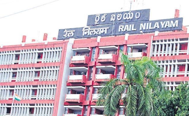 Visakhapatnam railway zone is not the staff transfers - Sakshi