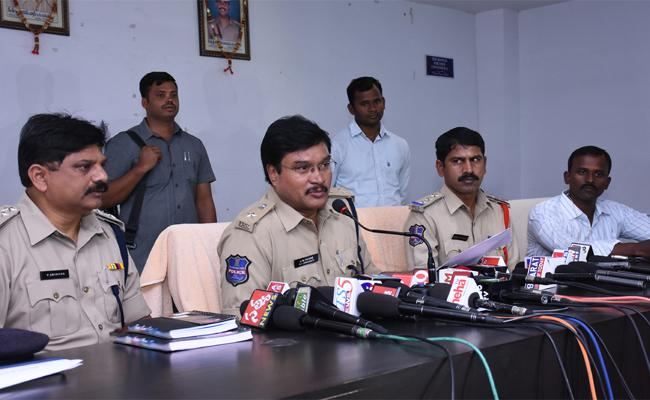 The District Police Have Registered A Gang Conducting Cricket Betting Online - Sakshi