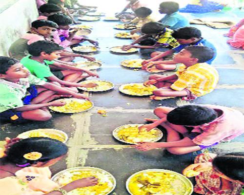 No Egg In The Mid Day Meal & Anganwadi Centres In Prakasam - Sakshi