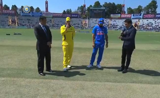 India Vs Australia Fourth ODI India Won The Toss Choose Bat First - Sakshi