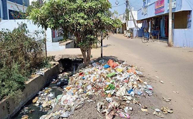 Staff Shortage in Vizianagaram Panchayath - Sakshi