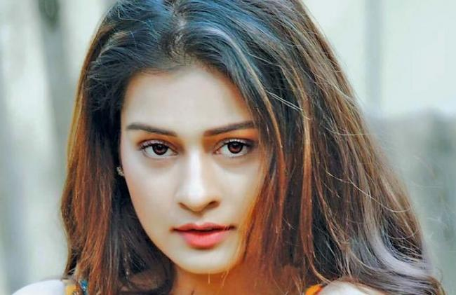payal rajput joins in venky mama shooting - Sakshi