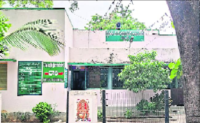 Several Competitors in The Ruling Party For The Trading Center of Madanapuram Market Committee - Sakshi