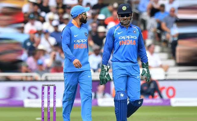 Former India Cricketer Says MS Dhoni Half A Captain And Virat Kohli Visibly Rough In His Absence - Sakshi