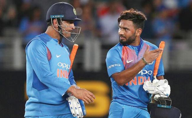 Support pours in for Rishabh Pant after Mohali taunt over missed stumpings - Sakshi