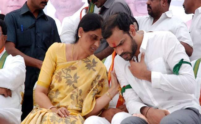 Sabitha Indra Reddy Meets Rahul Gandhi With Revanth Reddy ToDay - Sakshi