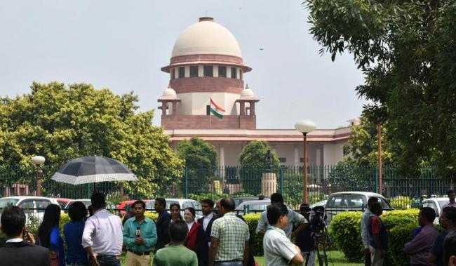 SC not in favour to refer 10 per cent quota issue to Constitution bench - Sakshi