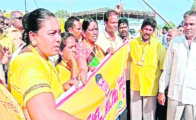 Seat Panchayath Issue In Tdp Visakha - Sakshi