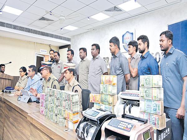 Heavily hawala money Captured - Sakshi