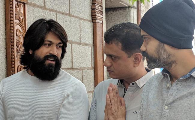 Yash And Prashnath Neel KGF2 Shooting Started - Sakshi