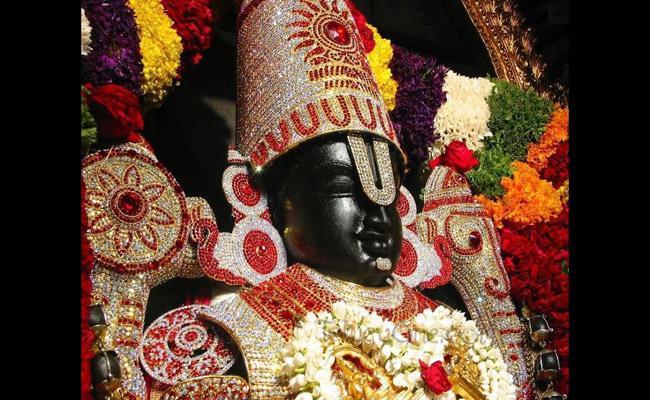 Candidates Visiting Nandamuru Venkanna Temple For Win In Elections In Thadepalli Gudem - Sakshi