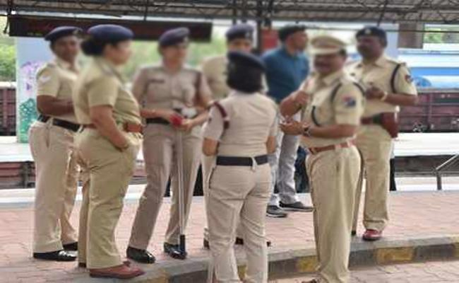 Officials Harrasments on Women Constable in Anantapur - Sakshi