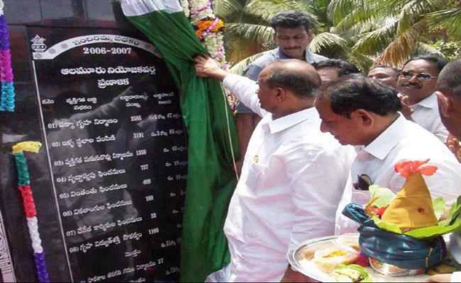 Y S Rajasekhar Reddy Implemented Indiramma Housing Scheme Better Than Chandrababu Naidu During His Rule  - Sakshi
