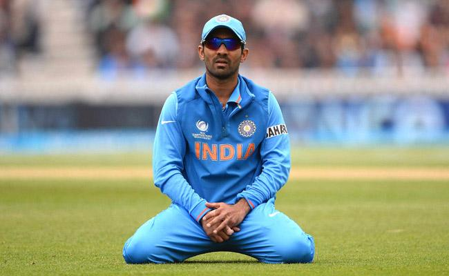 Dinesh Karthik Will Be Part Of India's World Cup Squad, Simon Katich - Sakshi
