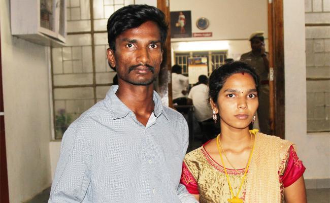 Love Couple Asks SP Help For Protection - Sakshi