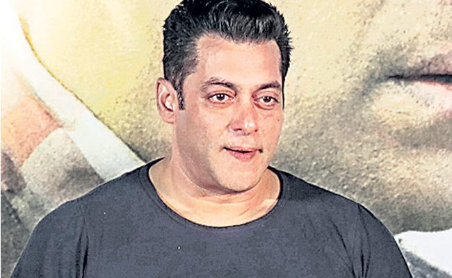 Salman Khan not interested in working with Priyanka Chopra again? - Sakshi