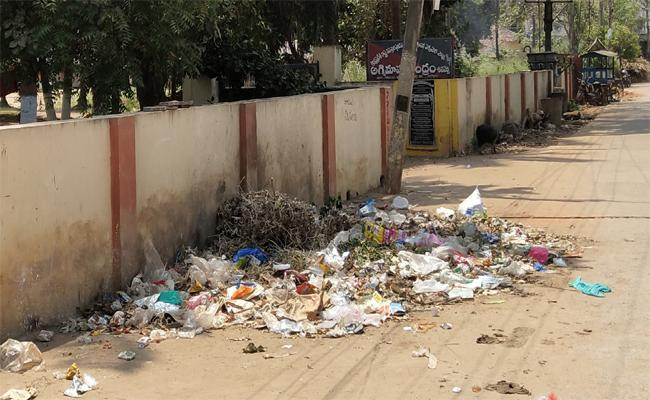 Garbage Work Stopped To Mandapeta Mandal - Sakshi