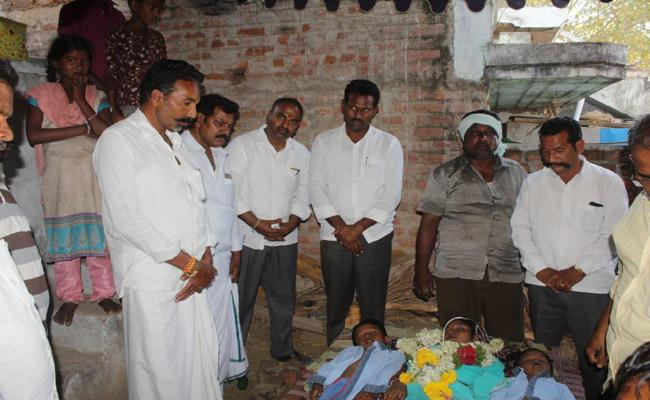 Wife And Huband Quarreled Killed Herself Wife And Two Children In Vinukonda - Sakshi
