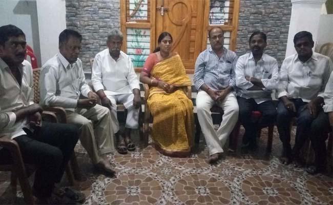 YSRCP Kangatti Sridevi Said The TDP Government Promotes Murders In The State - Sakshi