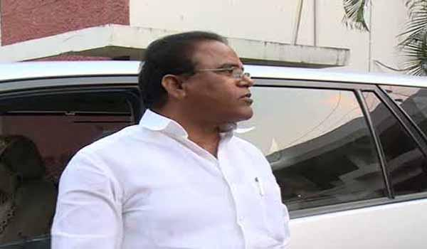 Arepally Mohan Jumps Into Trs Party - Sakshi