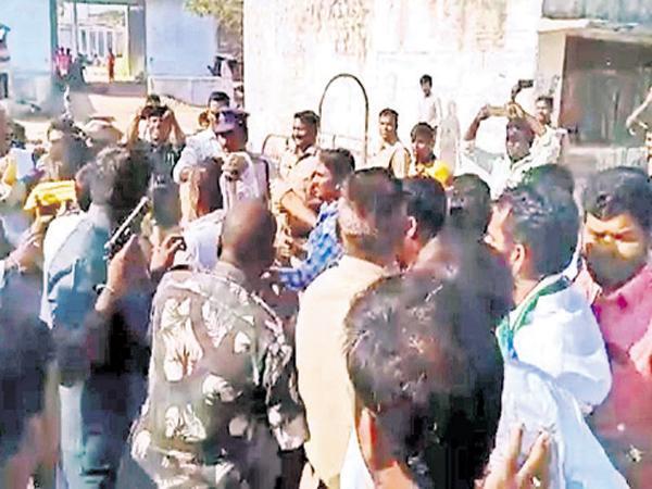 TDP candidate Tikkareddy Plitical Drama - Sakshi