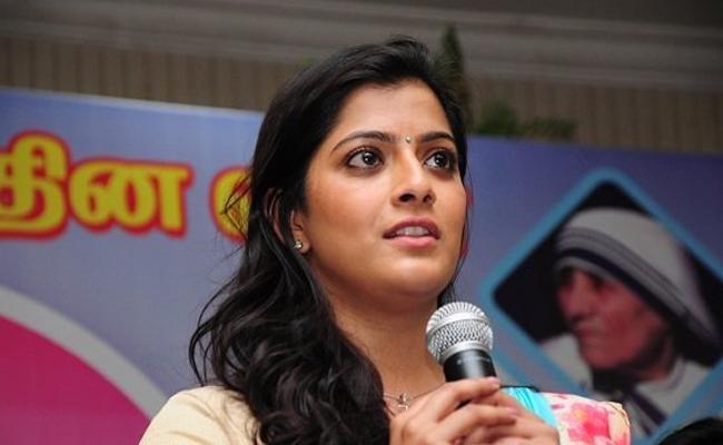Varalaxmi Sarathkumar Said Why Top Actors Wont Give Voice - Sakshi