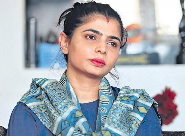 Madras High Court Stays Dubbing Unions Ban On Chinmayi Sripada - Sakshi
