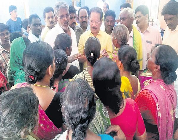 Womens fires on Nakka Ananda Babu - Sakshi
