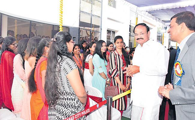 Womens education should be encouraged - Sakshi