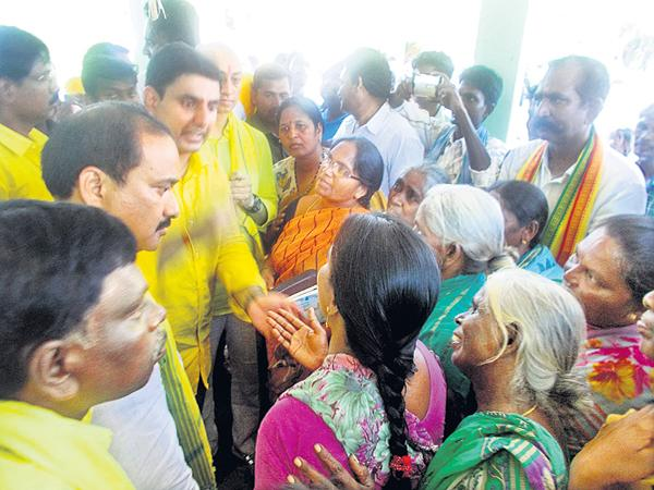 Shock to Nara Lokesh In Election Campaign By People - Sakshi