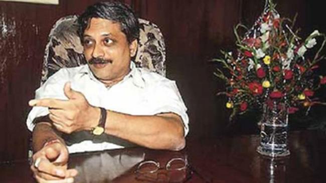 Manohar Parrikar Worried About Wearing Kolhapuri Chappals As Defence Minister - Sakshi