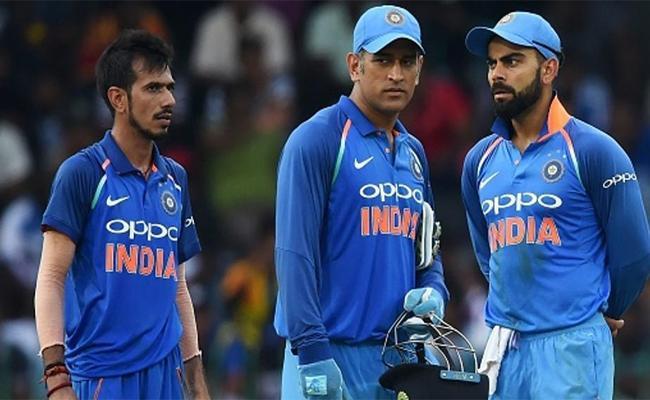 Anil Kumble Says Kohli More Comfortable With Dhoni Around - Sakshi