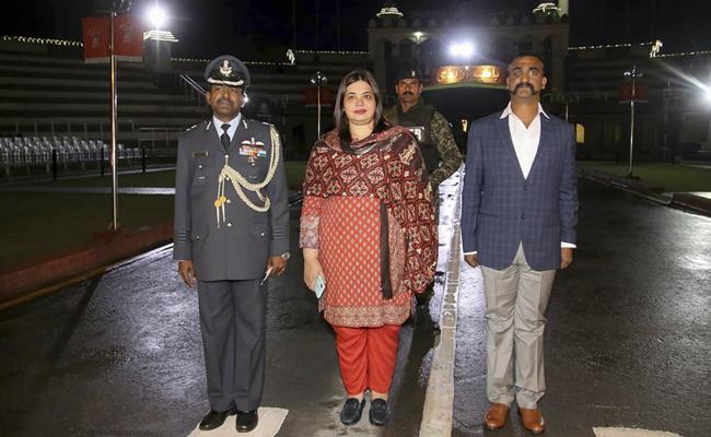 Indian Air Force Wing Commander Abhinandan Varthaman Returned To India - Sakshi