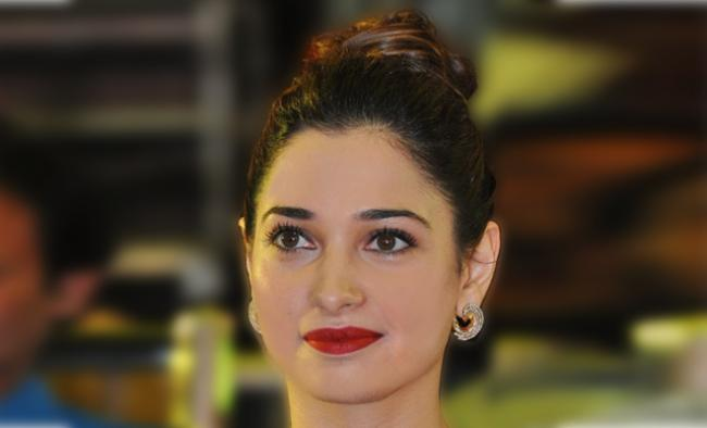 No Objection For Hrithik Roshan For Kiss Ssays Tamanna - Sakshi